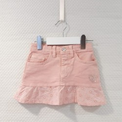Falda con puntilla rosa de...